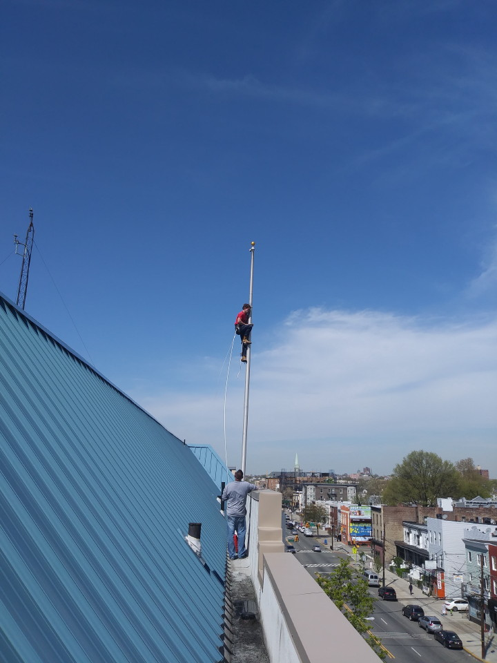 Stuck flag retrieval on a top wall mount on a roof